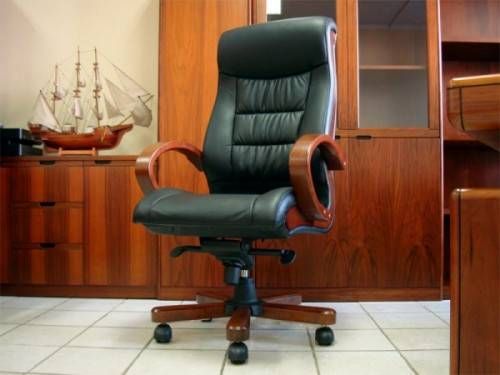 Шикарное кресло руководителя