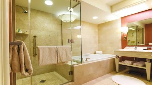Как расположить светильники в ванной