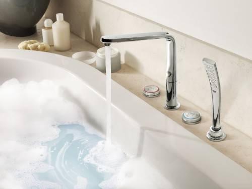 смеситель на ванной