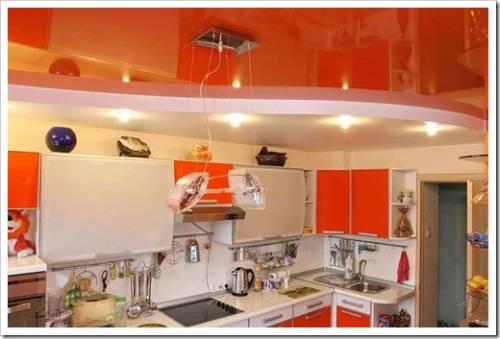 Уход за натяжным потолком на кухне