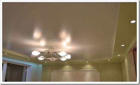 При помощи чего лучше мыть сатиновый потолок?