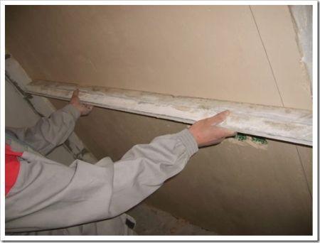 Выравнивание поверхности стен штукатуркой